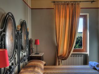 Casa Lucia: lovely house for 6 in medieval village - Marche vacation rentals