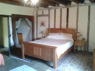 17TH CENTURY FARMHOUSE - Limousin vacation rentals