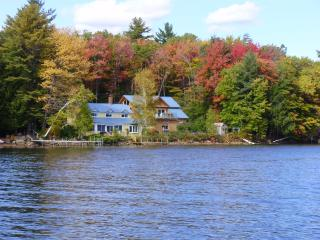 Pvt Home w/200 ft. lake front, dock, boats, yr rnd - Canterbury vacation rentals