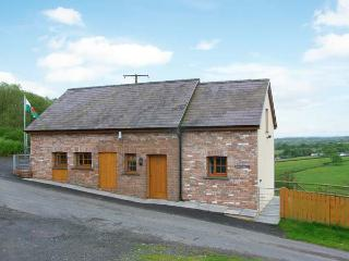 BWTHYN-Y-RHIW, detached cottage, countryside views, enclosed garden, near Llandeilo, Ref 913830 - Llandeilo vacation rentals