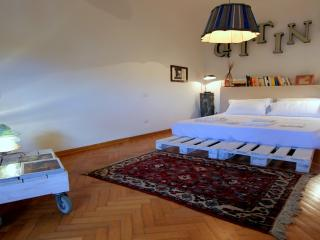 Designer Penthouse, Dome Square, Florence - Florence vacation rentals