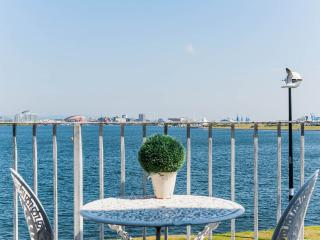 Y Mor-The Stay for those who love waterside views - Cardiff vacation rentals