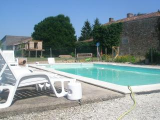 French house and private pool. - Fontenay-le-Comte vacation rentals