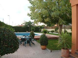 CHALET AVEC PISCINE ET ESPACE VERT 750 M - Benicasim vacation rentals