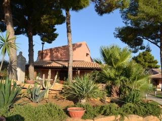 Villa Palma with swimming pool - Menfi vacation rentals