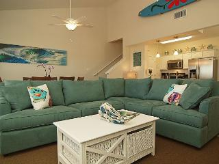 Beautifully decorated Townhouse in a quiet central location on the Island. - Corpus Christi vacation rentals