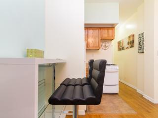 Cozy 1 bedroom Midtown Manhattan Sleep/4 - New York City vacation rentals