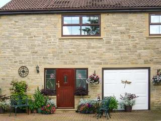 TICK TOCK COTTAGE, en-suite bathroom, pet-friendly, lawned garden, Ref 906673 - County Durham vacation rentals