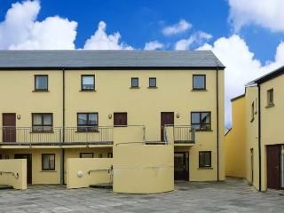 16 RUE D'ARZON, close to beach, great base for walking, close to amenities, in Lahinch, Ref 915428 - County Clare vacation rentals