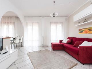 Bright 2 bedroom apartment with terrace in central Pisa - Pisa vacation rentals