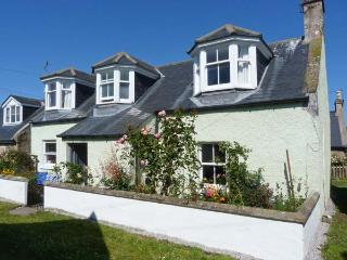 MINT COTTAGE, WiFi, luxury bathroom, woodburner, close to the coast, in Findhorn, Ref. 30595 - Findhorn vacation rentals