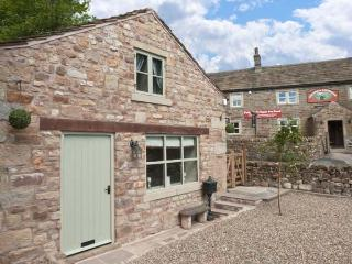 PINFOLD, woodburning stove, WiFi, feature stone floors, patio with furniture, Ref 906076 - Yorkshire Dales National Park vacation rentals