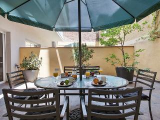 Passeig de Gracia - 2 bedroom with Private patio - Barcelona vacation rentals