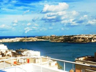 Deluxe Panoramic penthouse - Centre - Valletta vacation rentals