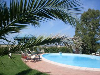 Pretty Tuscan bungalow with private terrace, pool - Tuscany vacation rentals
