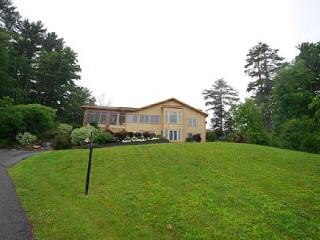 Saratoga Lake Luxury Home.  10 min. from the track - Malta vacation rentals