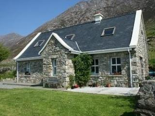 Rent a cottage in Connemara 3 Bedrooms. Fab Views! - Recess vacation rentals