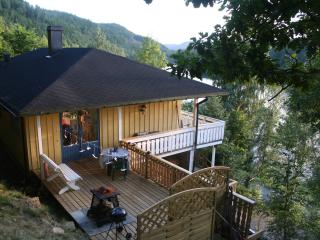 Lovlia Lakeside Lodge - Risor vacation rentals