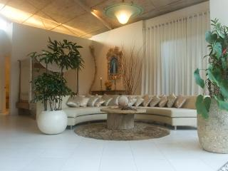 Villa Casa Bola, an Oasis in Seminyak. - Seminyak vacation rentals