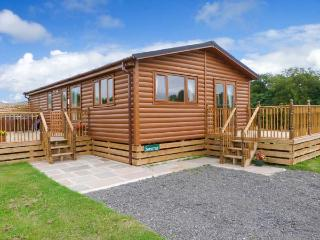SOMERSET LODGE, luxury pet-friendly lodge with hot tub, Kiplin Ref 911929 - Leyburn vacation rentals