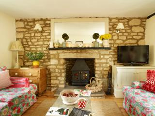 Idyllic stone cottage in pretty village location - Ketton vacation rentals