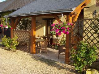 Petite Bijou Character Cottage - Mouliherne vacation rentals