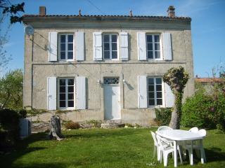 Maison Du Puits - Surgeres vacation rentals
