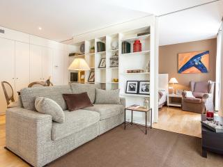 Homearound Rambla Suites & Pool - Luxury 41 (1BR) - 10% OFF MAY / F1 STAY - Barcelona vacation rentals