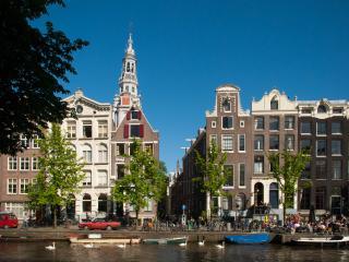 Central Canal Apartment 'De Korenbloemen of 1605' - Amsterdam vacation rentals