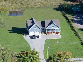 Country Lane Lodge Bed and Breakfast Port Perry - Port Perry vacation rentals