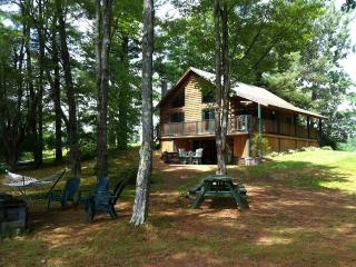 Thompson Lake Log Home/Oxford Casino/Shawnee Peak - Poland vacation rentals