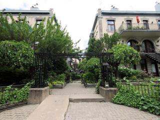 Cozy condo in from of Mount Royal and Jeanne-Mance Park - Montreal vacation rentals