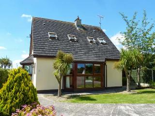 NO. 5 SANDYCOVE, detached cottage, two sitting rooms, open fire, beach close by, near Gorey, Ref 914752 - Ballymoney vacation rentals