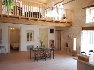 Le  Batiment - Charente vacation rentals
