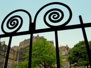 Castle Apartment - the heart of Old Town Edinburgh - Edinburgh vacation rentals