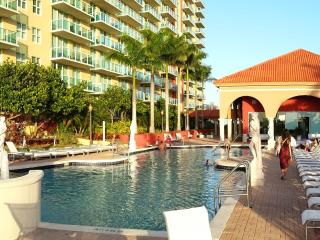 Breathtaking view 2/2 Apt Bay front Miami Beach - Sunny Isles Beach vacation rentals