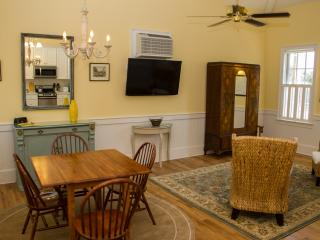 JASMINE QUARTERS - CARRIAGE HOUSE - Savannah vacation rentals