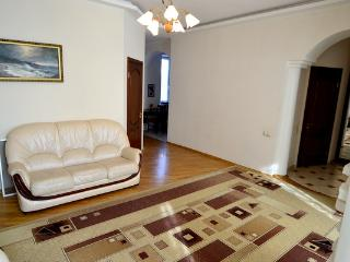 4 Proreznaya, Cosy, on corner with Khreschatyk Str - Kiev vacation rentals