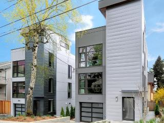 Modern 3br. walk to google. garage and roofdeck - Seattle vacation rentals