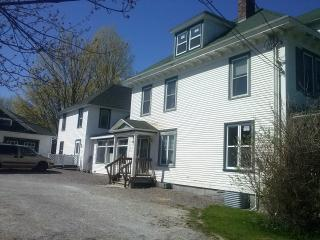 7 bedroom,12 beds for 18people at stanstead, in front of stanstead college, 2 min vermont - Magog vacation rentals
