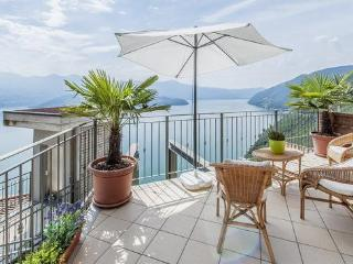 Bilocale splendida vista lago - Lovere vacation rentals