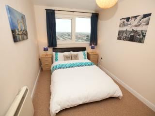 SAFE & SECURE Apartment (Tube 1 min) + FREE WiFi - Ilford vacation rentals