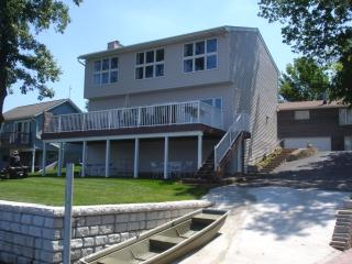 Mississippi River Lodge- The River Is Our Backyard - Illinois vacation rentals