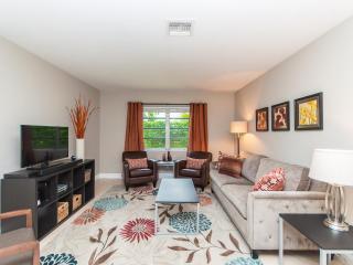 Garden Bungalow - Fort Lauderdale - 2 bed/2 bath - Fort Lauderdale vacation rentals