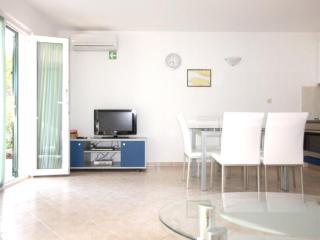 Ground floor apt 70meters from the beach - Alga - Cove Makarac (Milna) vacation rentals