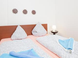 Charming two room apartment 3 - Berlin vacation rentals