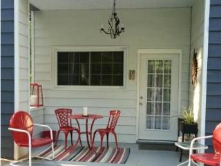 Great central location!  1 Bdrm apt on golf course - Asheville vacation rentals