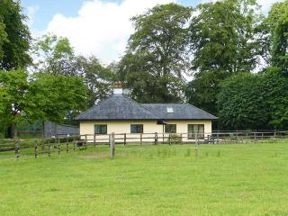 RIVERSFIELD STUD LODGE, detached, ground floor, pet-friendly, WiFi, near Kilmallock, Ref 14648 - Glanworth vacation rentals