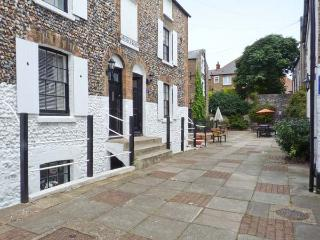 ALBERT VILLAS, WiFi, close to beach and harbour, in Broadstairs, Ref 905330 - Broadstairs vacation rentals
