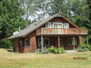 The C.C. Ranch -3 bed, 2 and 1/2 bath, fully fenced, dog friendly in Freeland - Whidbey Island vacation rentals